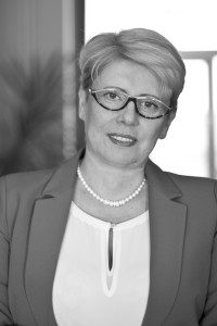 1. Małgorzata Hynek - Lewandowska Prezes Zarządu